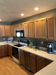 Full kitchen w/ wine fridge